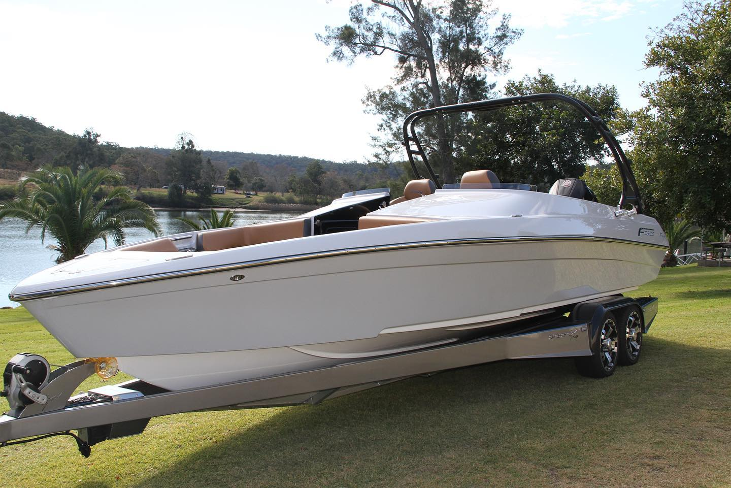 New Model F24XB Released at Sydney International Boat Show!